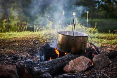 Outdoorurlaub Camping Lagerfeuer